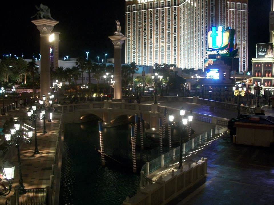 The-Venetian-by-night-Las-Vegas