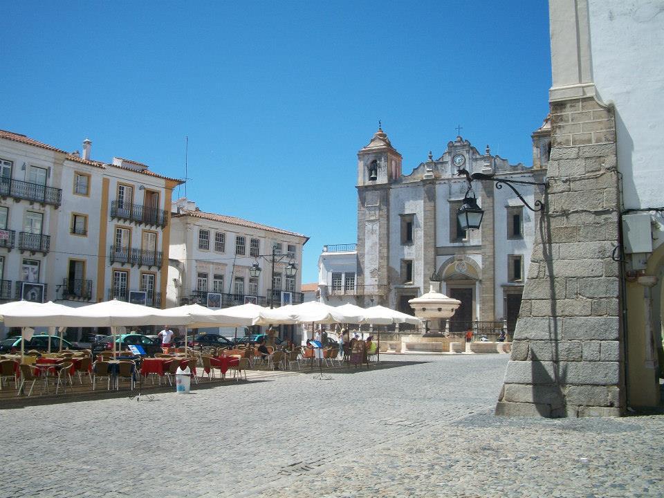 Piazza-di-Evora-Portogallo
