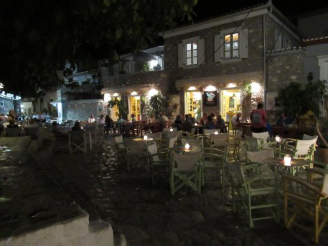 Hydra-by-night-Grecia