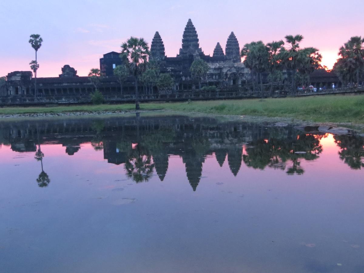 Angkor-wat-alba-Cambogia