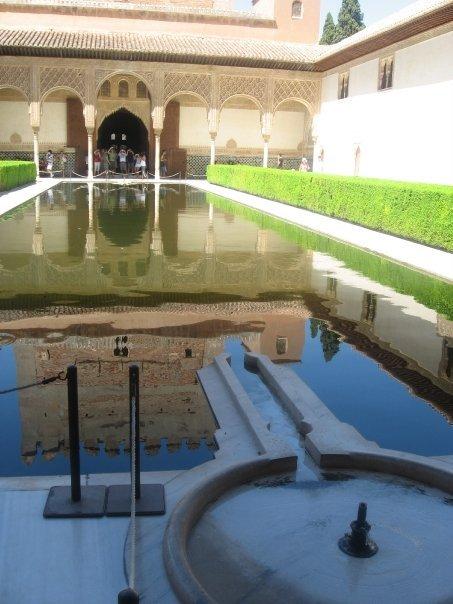 patio-de-los-arrayanes-alhambra-granada