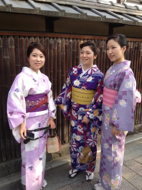 ragazze-abito-tradizionale-kyoto-giappone