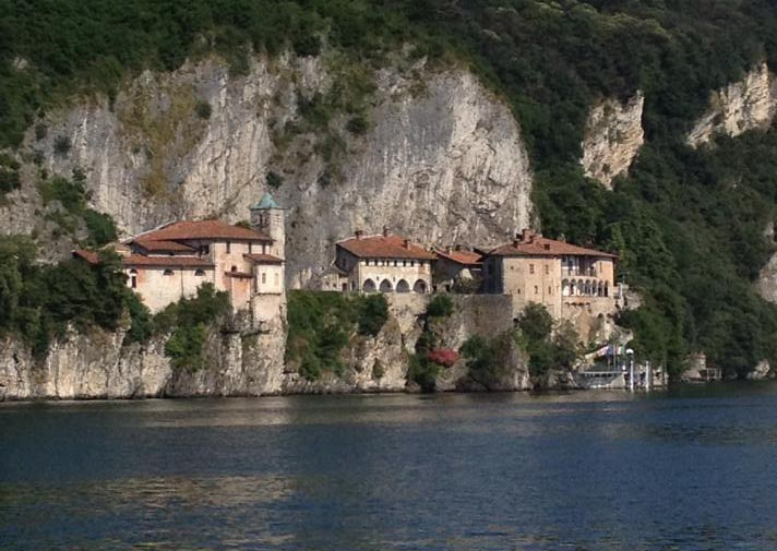 Santa-Caterina-del-sasso-Leggiuno