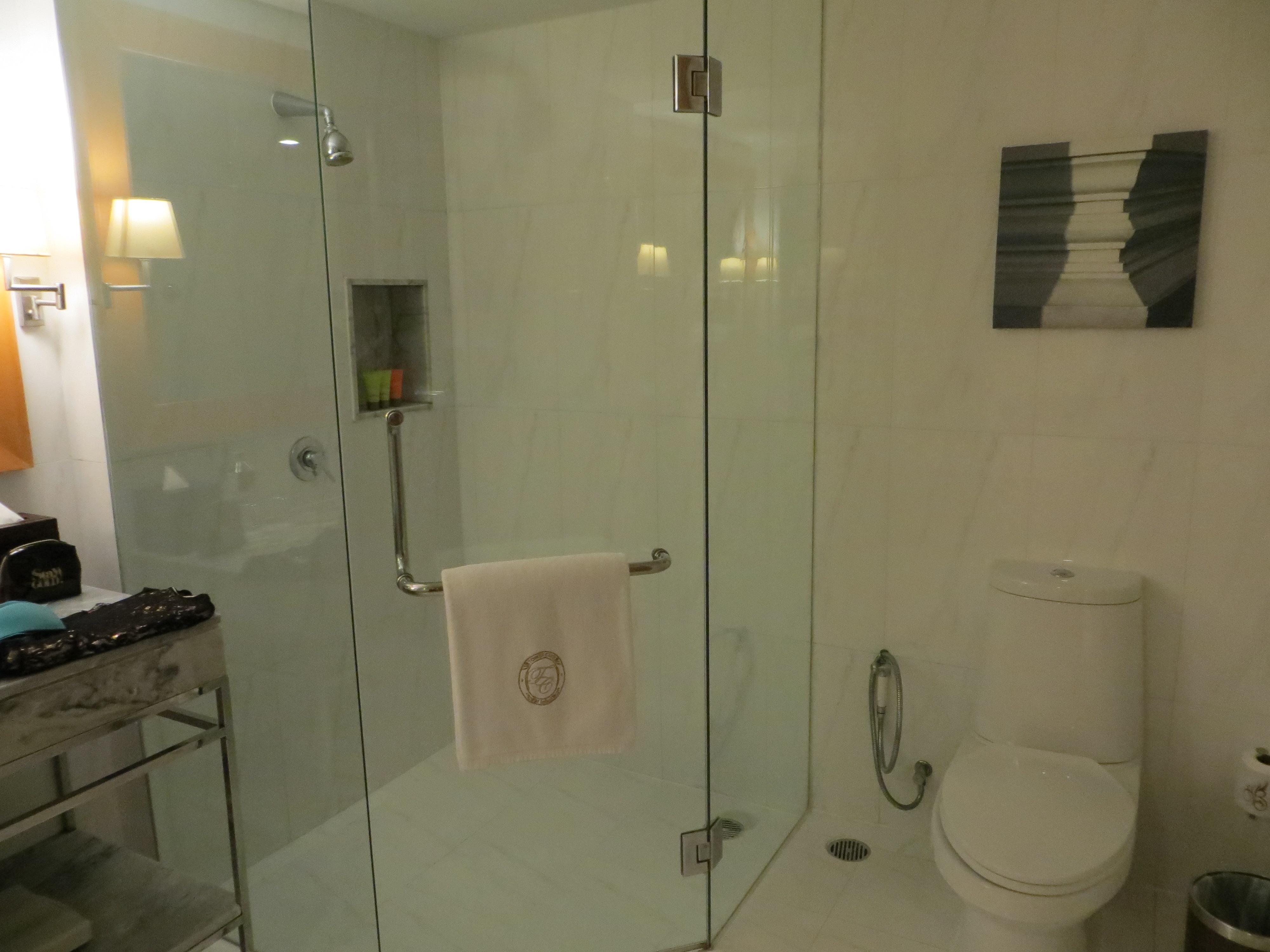 Bathroom-tower-club3