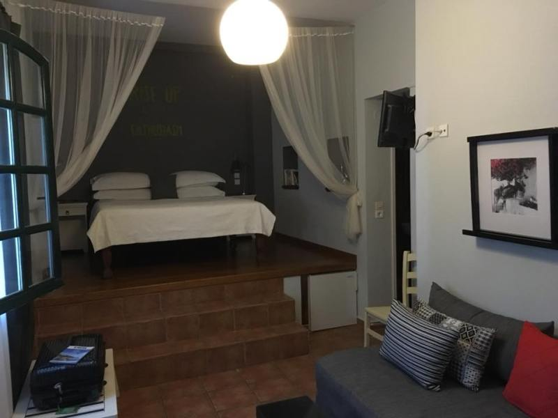 guest-house-camera