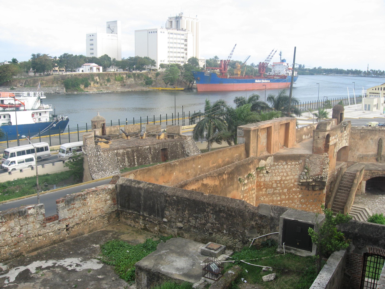 il-porto-e-le mura-fortificate