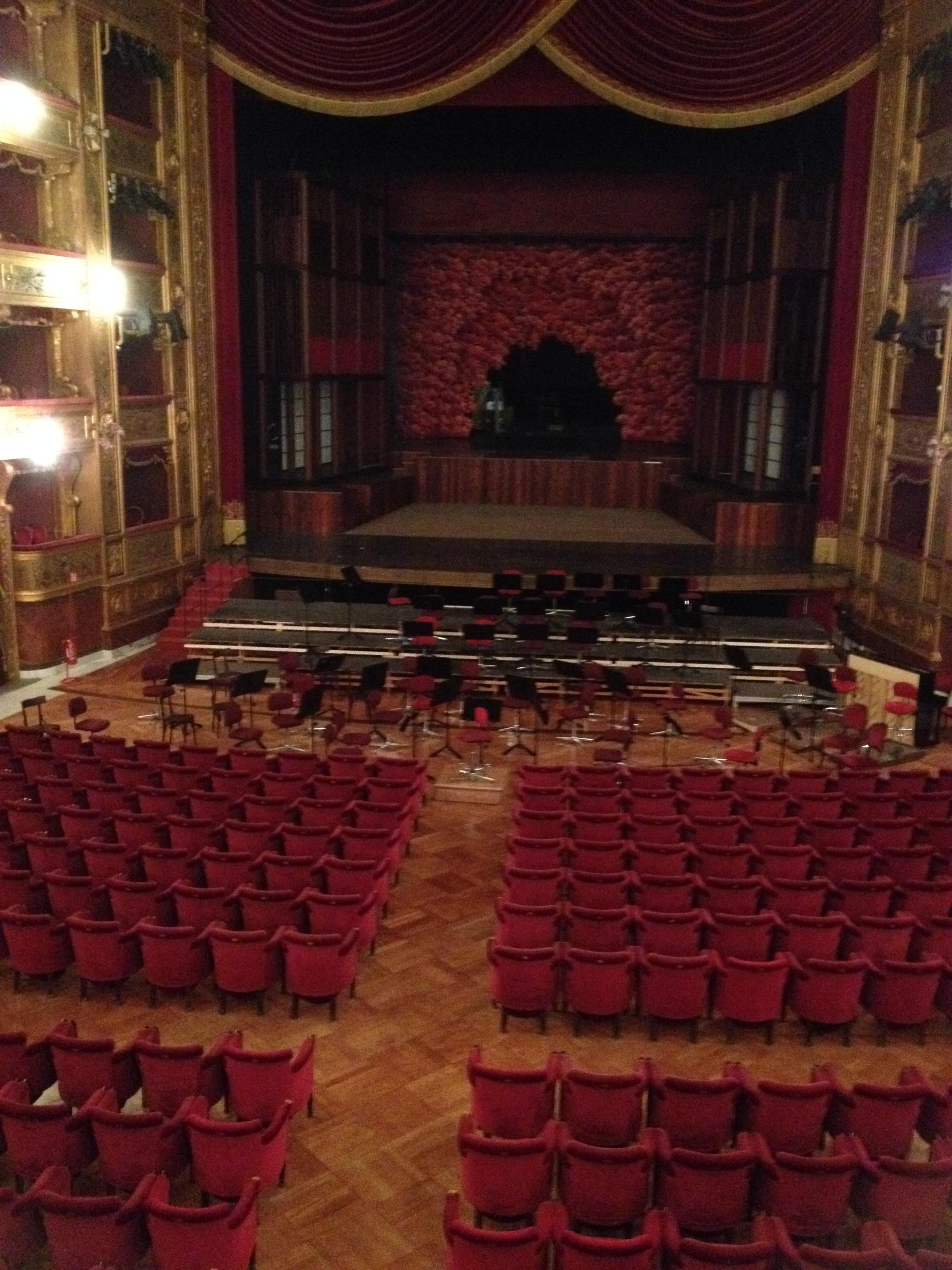interno-teatro-palermo1