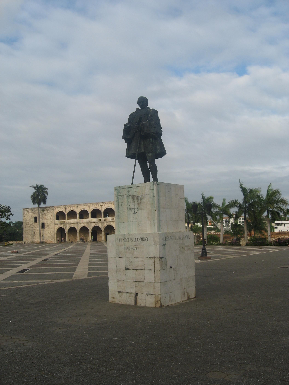 statua-nicolas-de-ovando