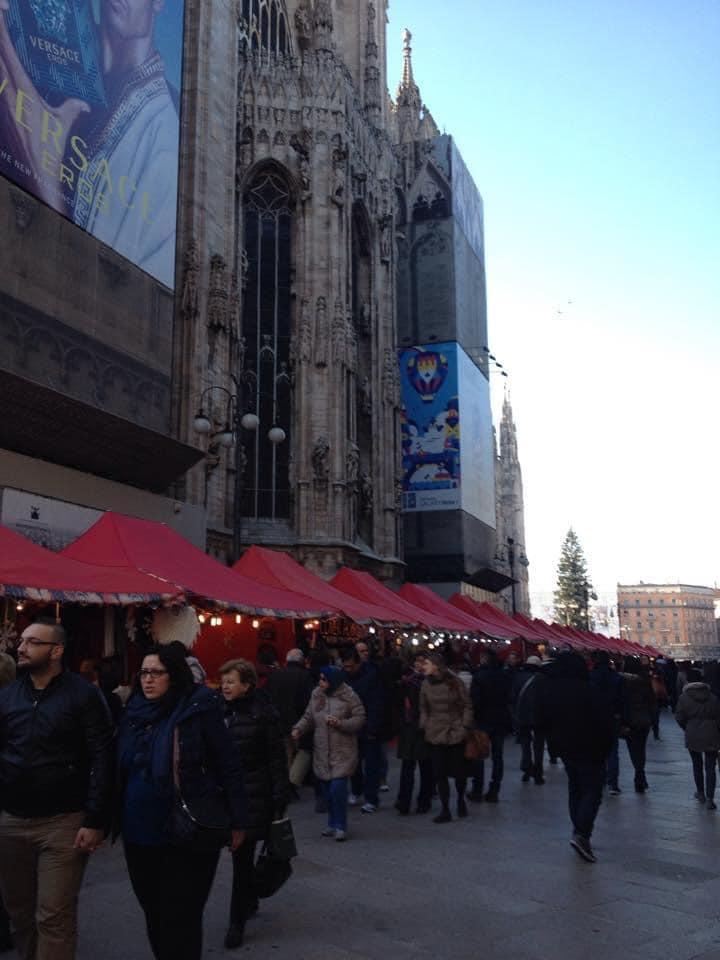 stalls-milan-cathedral